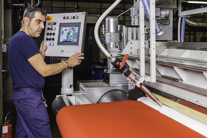 The extremely flexible texCoat unit at Mariani in Italy is allowing the company to carry out both knife over air and knife over roller coating based on simple and user-friendly PLC techniques. © Monforts