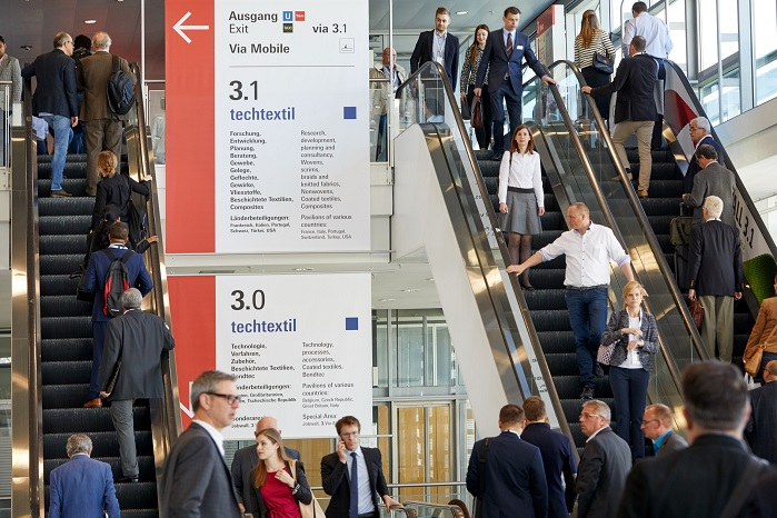 Visitors head to the halls of Techtextil. © Messe Frankfurt Exhibition GmbH/Jean-Luc Valentin