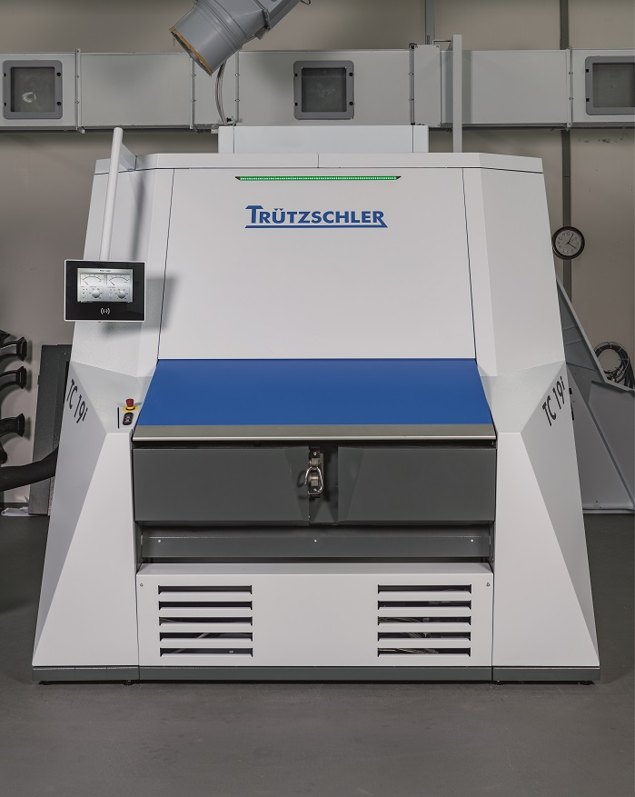TC 19i: The first intelligent card with gap optimiser automatically and permanently adjusts the ideal carding gap. © Truetzschler