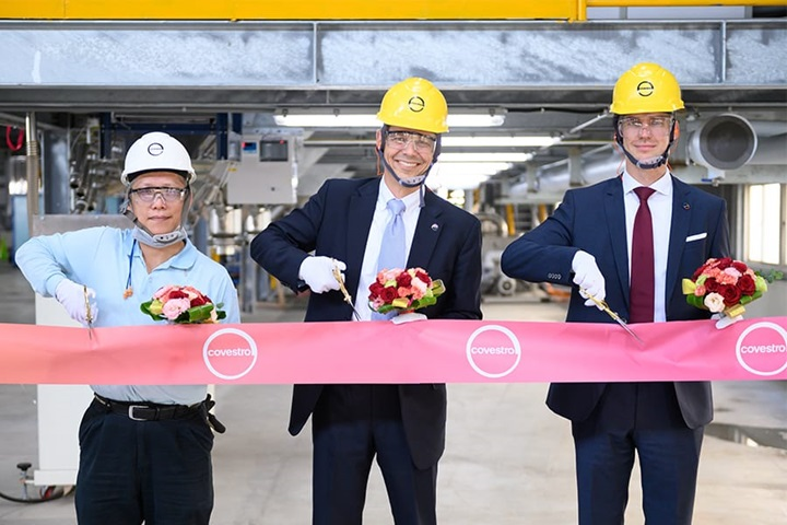 From left to right: Calvin Chen, Site Manager of Changhua Site of Covestro Taiwan, Stephan Ehlers, Head of TPU Production & Technology of Covestro and Thomas Roemer, Global Head of Thermoplastic Polyurethanes of Covestro. © Covestro