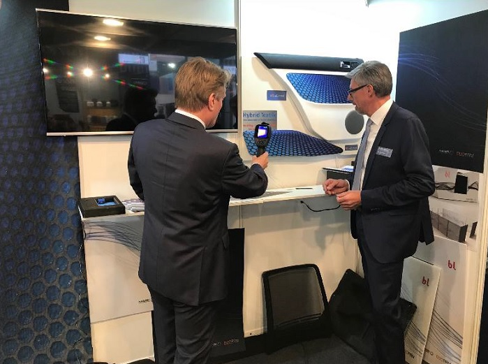 A visitor to the Mayer stand at Techtextil takes a close look at HTL eConnect. © Textildruckerei Mayer