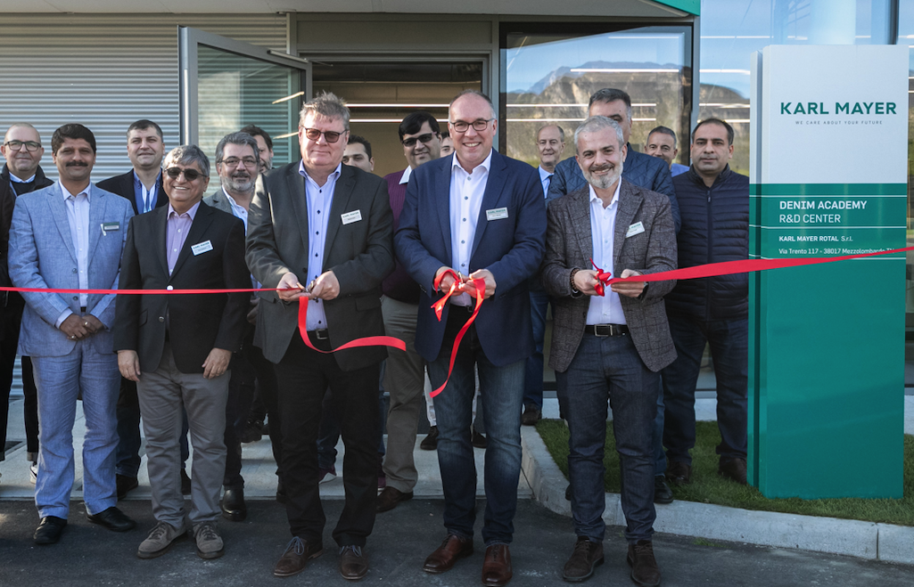 Front, from left to right: Roland Kohn, President of the BU Warp Preparation, CEO Arno Gärtner and Enzo Paoli, Managing Director at Karl Mayer Rotal, open the new competence centre for denim customers. © Karl Mayer.