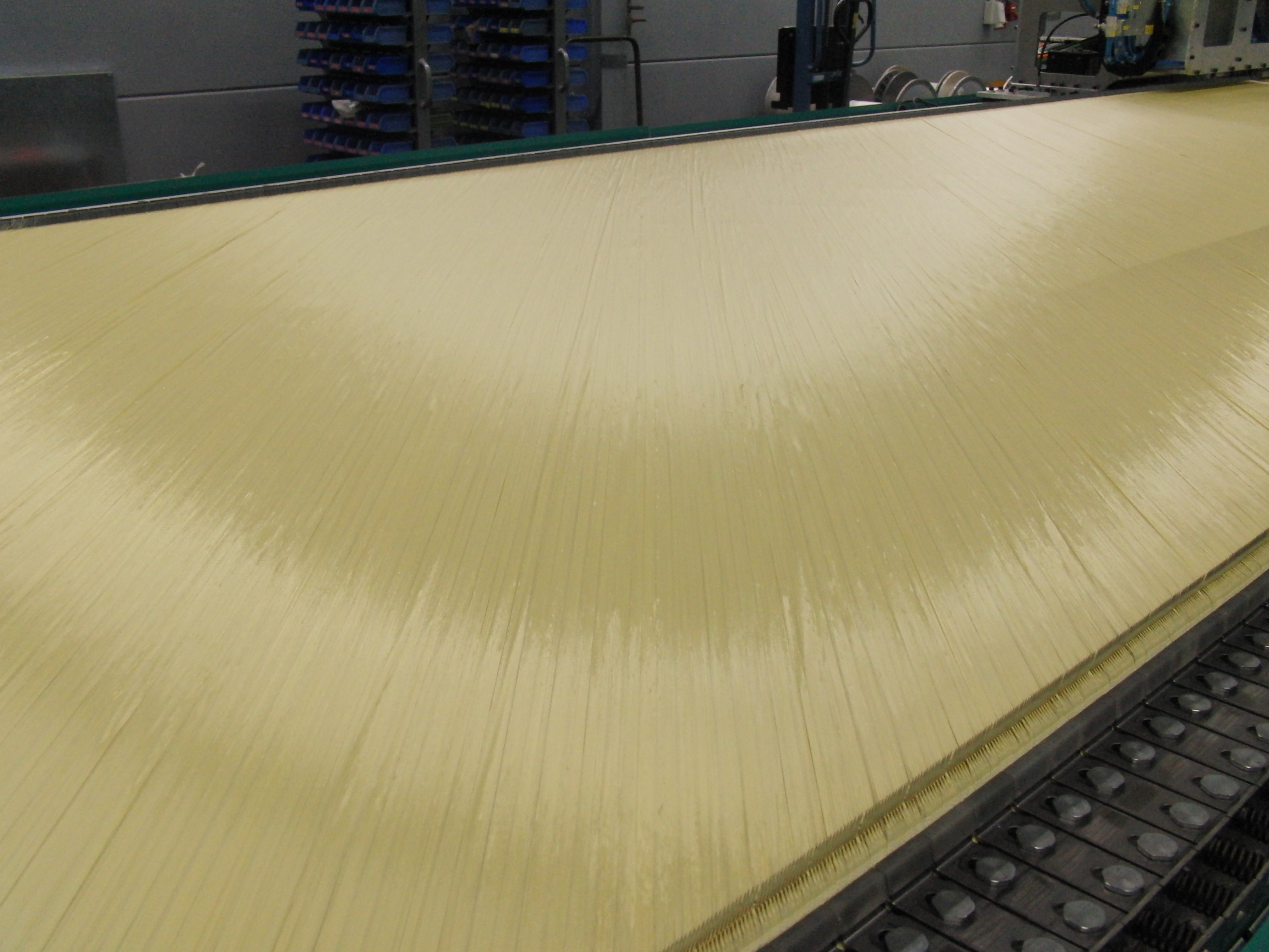 Biaxial aramid textile weighing 180 g/m2 on the COP MAX 5 Aramid before bonding at the knitting point. © Karl Mayer.