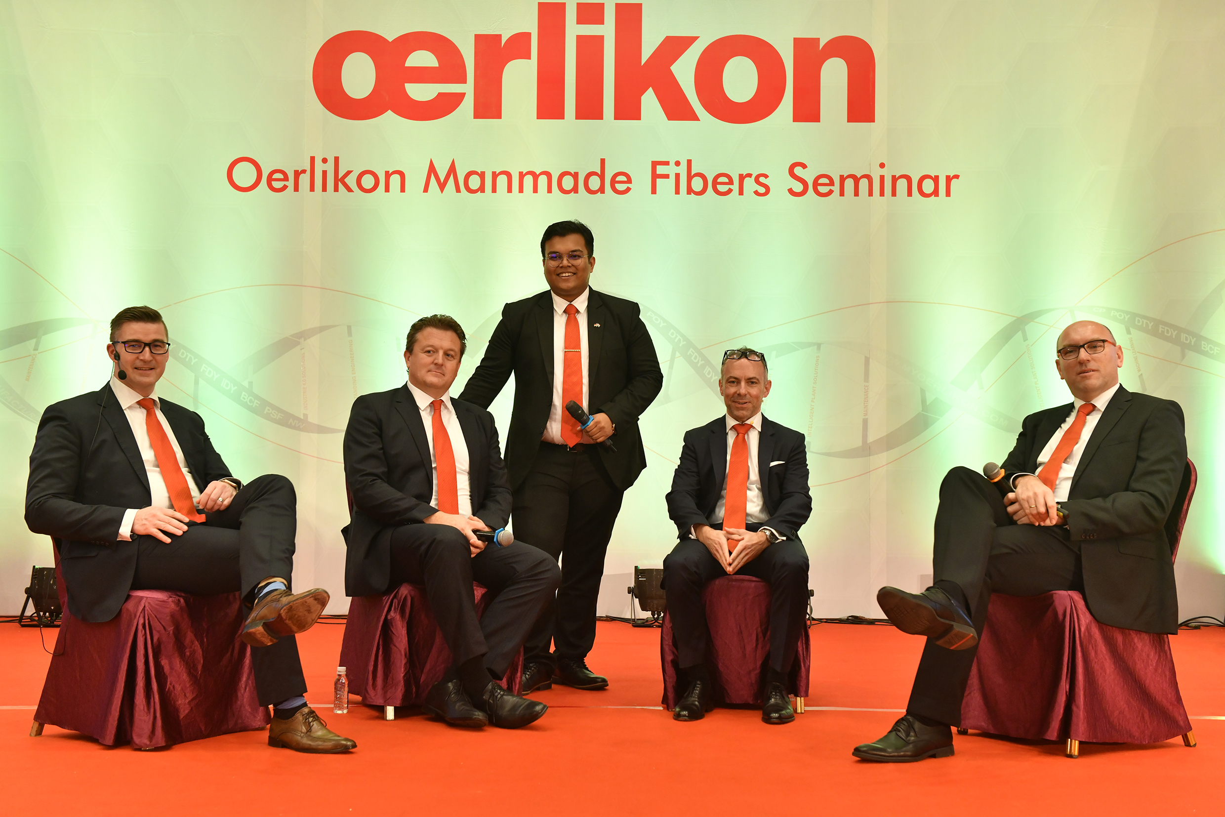 Michael Roellke, Volker Schmid, Jochen Adler and André Wissenberg (from left to right) at the podium discussion together with Sudipto Mandal from the Indian subsidiary.