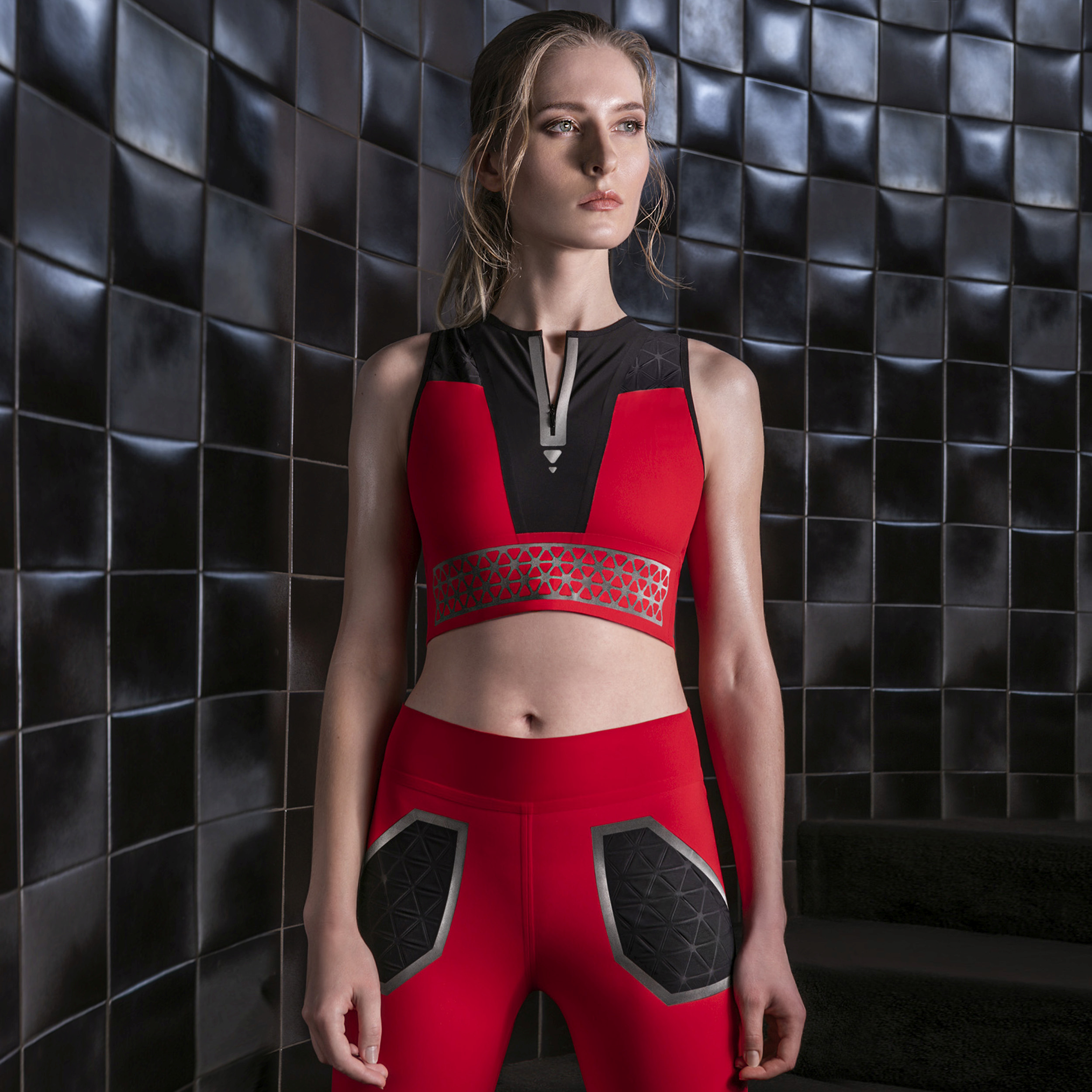 Top and leggings in Sensitive Fabrics certified LYCRA SPORT Technology with seamless construction, Dream Reflective decorative motifs and laser cuts by FRAMIS ITALIA. © Eurojersey.