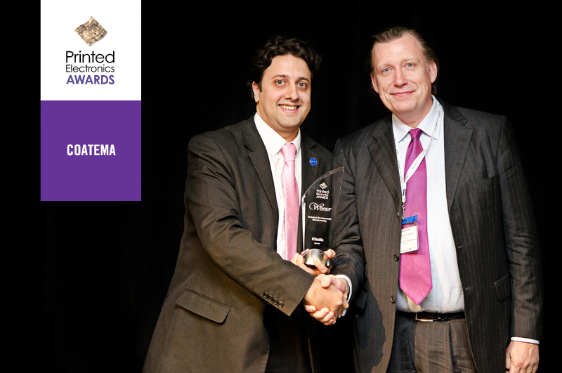 Raghu Das (CEO of IDTechEX) hands over the award to Thomas Kolbusch (Vice President, Coatema)