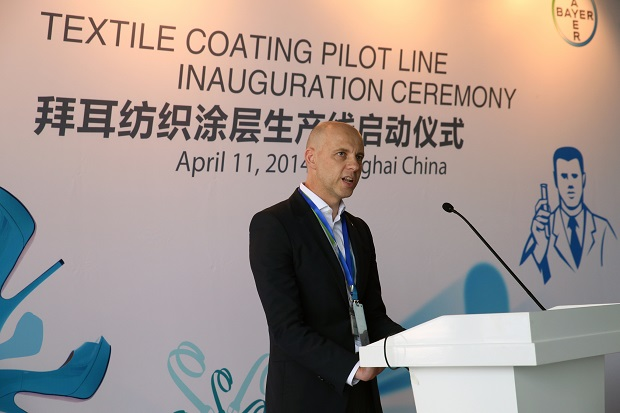 Nicholas Smith, Global Head of Textile Coating at Bayer MaterialScience, welcomes the guests at the inauguration of the new pilot line in Shanghai. © Bayer MaterialScience AG