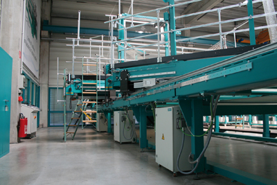 The segmented arrangement of the weft insertion frame and weft laying systems, each with its own control unit