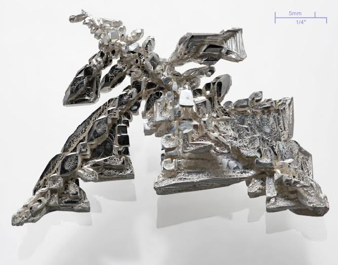 Silver inhibits the growth of odour-causing bacteria on textiles through the release of silver ions (Ag+). © Debra Cobb