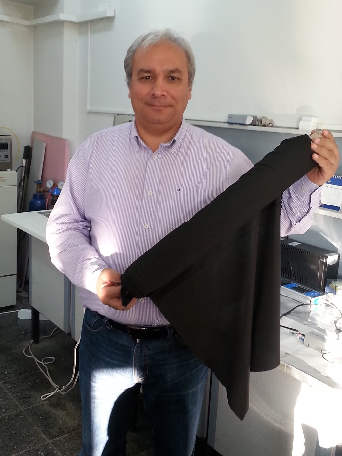 Some of the success stories promoted at the UTIB's annual event include the active carbon fabric by Prof Numan Hoda from Akdeniz University in Antalya. © UTIB