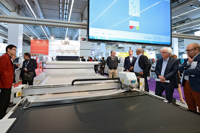 Automatic cutter for further processing. © Messe Frankfurt Exhibition GmbH / Pietro Sutera