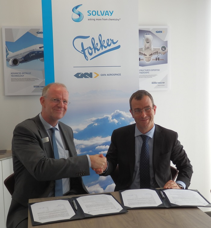 Carmelo Lo Faro, President of Solvay's Composite Materials Global Business Unit and Hans Büthker, CEO of GKN Aerospace's Fokker Business sign agreement at the 2017 Paris Air Show. © Solvay