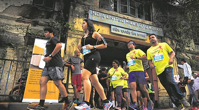 The run commenced and ended at one of the heritage mills of Mumbai, Indu Mills Compound. © Sasmira Alumni Foundation