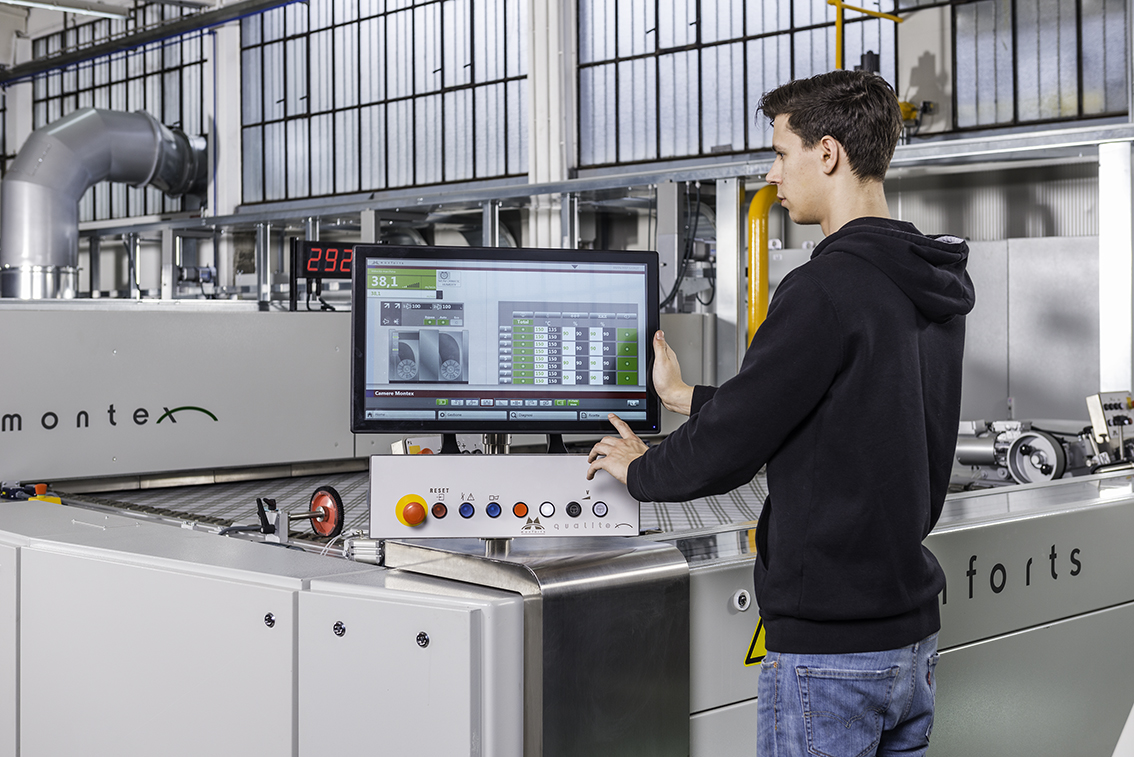 The latest Qualitex 800 control system from Monforts is available on line to make operation of the company's finishing machines 'child's play'