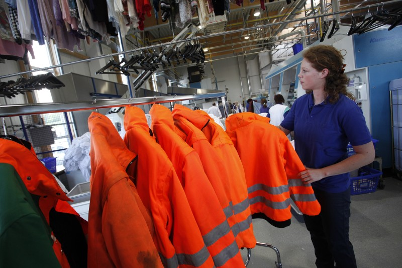 Cleaning of high-visibility clothing © Hohenstein Group