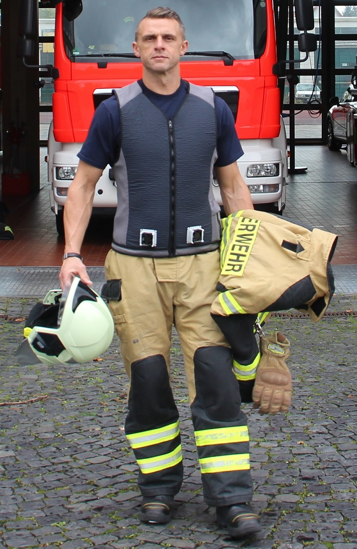 Firefighter wearing the cooling vest. © Teijin