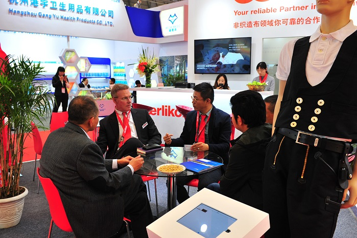 Oerlikon's expanded nonwoven portfolio attracted a lot of interest at the SINCE 2017. © Oerlikon