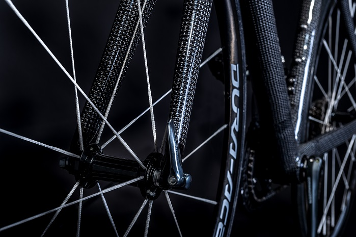 Dyneema can bring its lightweight strength to products like golf clubs and field hockey sticks, as well as racing bike frames and body and chassis of racing cars. © Royal DSM