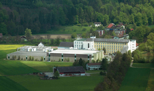 The Sennhof spinning plant in Winterthur, Switzerland, is still the headquarters of the company. Since 1996 there has also been another production site in Jefferson, Georgia (USA) – the Buhler Quality Yarn Corporation.