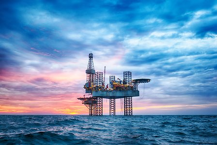 Typical oil and gas applications of Evolite F1050 include offshore hybrid flexible pipes and thermoplastic composite pipes (TCPs). © Solvay