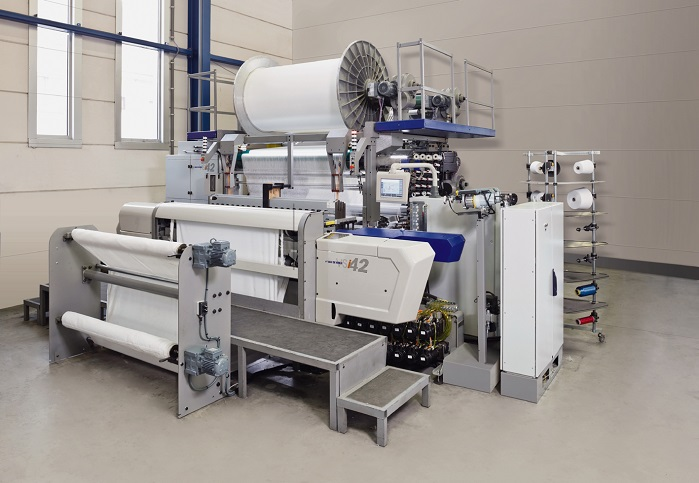 The VSi42 Versatile Smart Innovator weaving machine at TU Dresden's Institute of Textile Machinery and High Performance Material Technology (ITM). © Van de Wiele